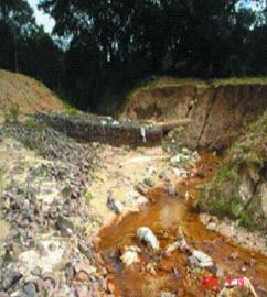 Exposição de gasoduto na margem do rio Paramopama. São Cristóvão, SE.