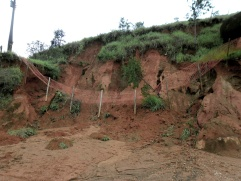 Erosão em estrada rural. Cariacica, ES.